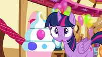 Twilight hears something S5E11