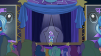 Trixie appears on the stage S6E6