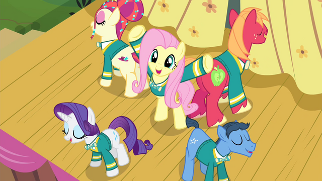 File:Fluttershy with Ponytones around her S4E14.png