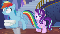 Rainbow Dash carrying towels and buckets S6E21