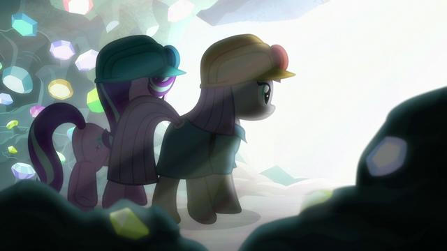 File:Starlight and Maud walk toward a bright light S7E4.png