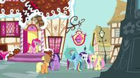 Pinkie Pie at the door S4E18