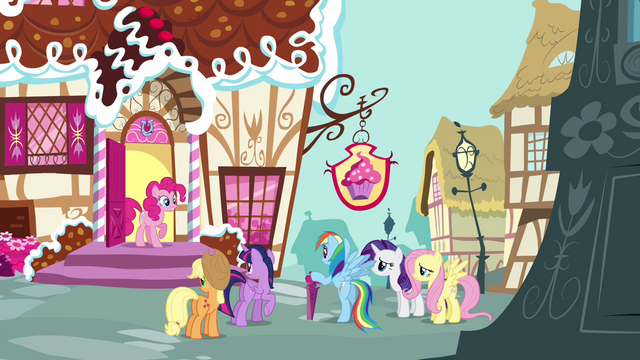 File:Pinkie Pie at the door S4E18.png
