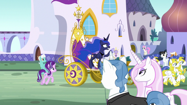 File:Princess Luna's chariot is pulled through Canterlot S7E10.png