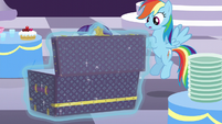 Rarity brings a box in S5E15