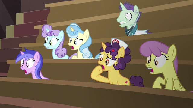 File:Viewing gallery ponies in complete shock S6E23.png