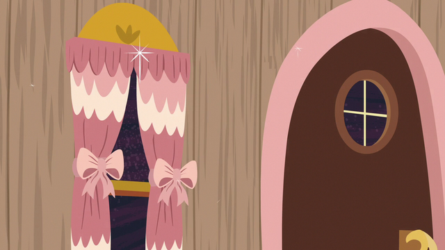 File:Discord's door and curtains turn decorative S7E12.png
