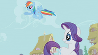 Rainbow Dash pointing off-screen S1E04