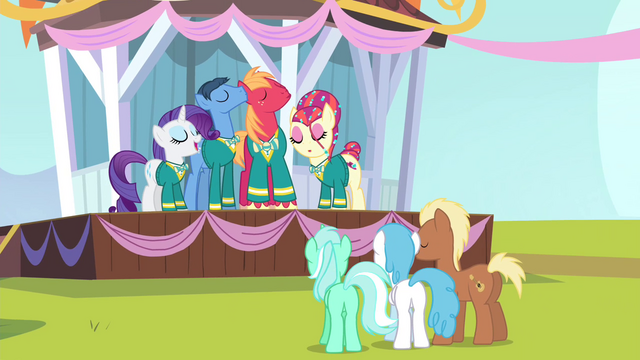 File:Ponies watching the Ponytones on stage S4E14.png
