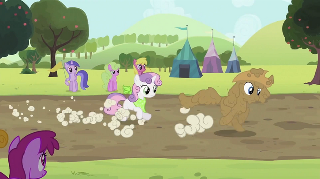 File:Rarity and Sweetie Belle running S2E05.png