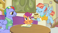 Windy Whistles serves lunch to Scootaloo S7E7