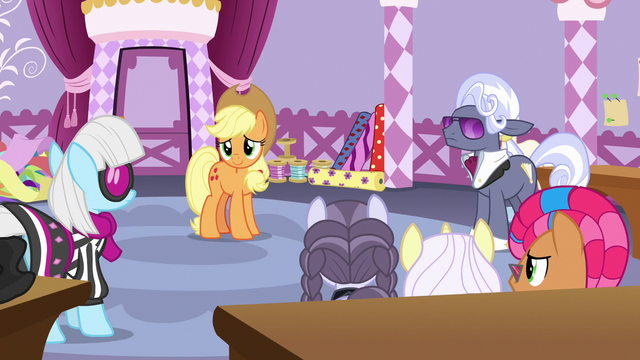 File:Applejack apologizes to contestants and judges S7E9.png