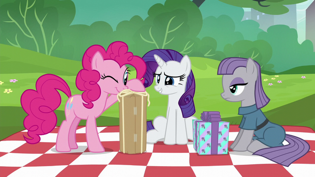 File:Pinkie Pie inspecting her present S6E3.png