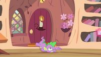 Spike falls onto floor S4E11