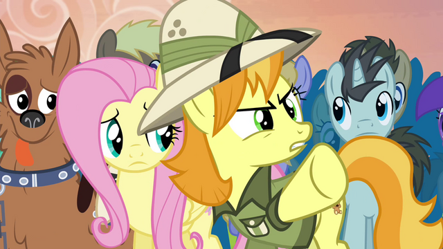 File:Daring Do collector about to protest S4E22.png