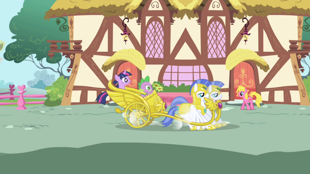 Файл:Twilight's chariot lands S1E01.png
