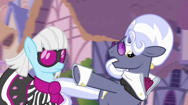 "File:Hoity Toity ""Canterlot is that way"" S7E9.png"