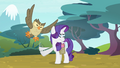 Owlowiscious distracting Rarity S4E23.png