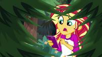 Sunset Shimmer sending a text to Twilight EG4