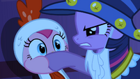 Twilight covers Pinkie Pie's mouth S2E04