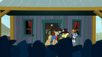 Sheriff Silverstar addressing the ponies S5E6