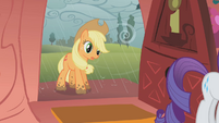 Applejack has muddy hooves S1E08