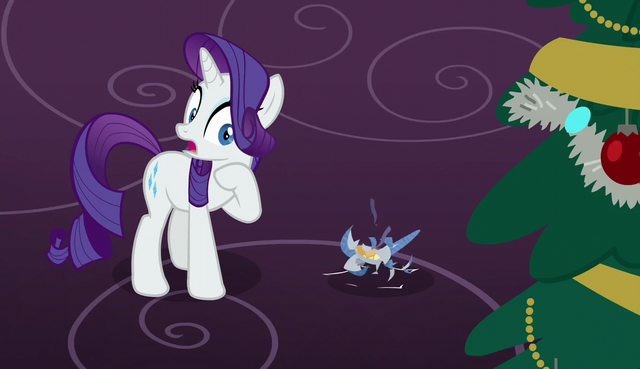 File:Rarity sees the ornament shatter S6E8.png