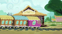 The Friendship Express leaves Ponyville S7E4
