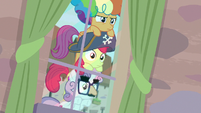 Cutie Mark Crusaders spying on Big Mac and Sugar Belle S7E8