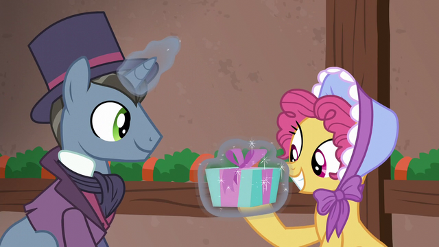 File:Moriarty pony giving Earth mare a present S6E8.png