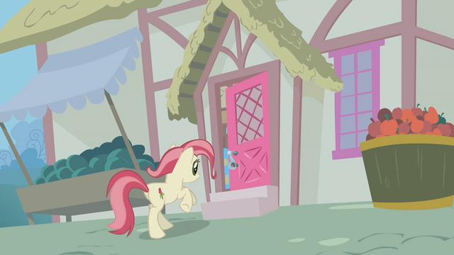 File:Rose runs into a home S1E09.png