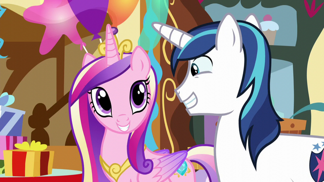 File:Shining Armor and Princess Cadance grinning S5E19.png