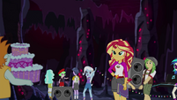 Sunset Shimmer organizing the Gala preparations EG4
