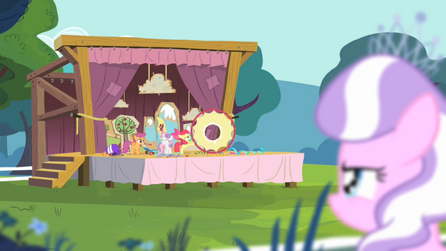 File:Diamond Tiara observing the CMC S4E05.png