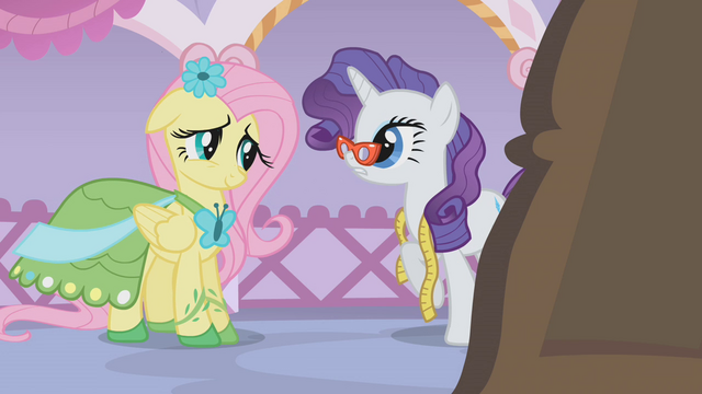 File:Rarity asks Fluttershy for some feedback S1E14.png