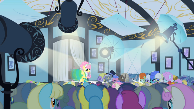 File:Fluttershy on the catwalk S1E20.png