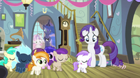 Rarity watching the foals leave S4E19