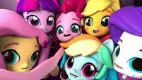 Equestria Girls Minis taking a selfie EGM4