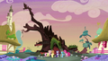Main 5 in front of the destroyed Golden Oak S5E3.png