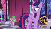 Twilight looking sternly at Spike S5E10