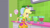 Applejack flips a cup behind her back SS9