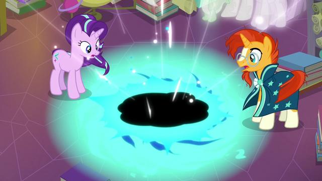 File:Starlight and Sunburst create a black hole S7E1.png