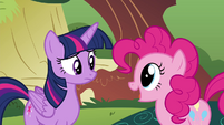 Pinkie Pie 'She's coming!' S4E18