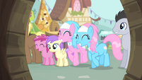 Spa ponies happy S4E14