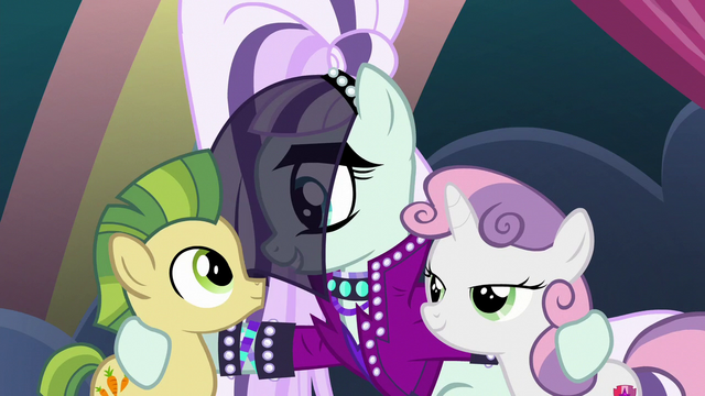 File:Rara with super-teeth colt and Sweetie Belle S5E24.png