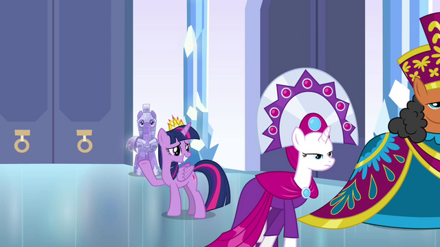 File:Twilight waving goodbye to the dignitaries S4E25.png
