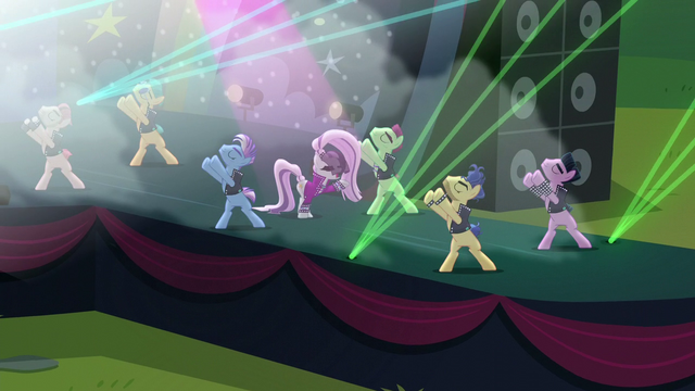 """File:Countess Coloratura sings """"Hear the applause"""" S5E24.png"""