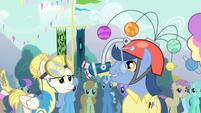 Pony wearing a hat S4E13