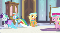 Rarity help Rainbow Dash S2E25