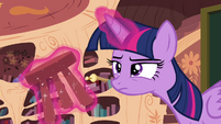 Twilight levitates stool S4E21